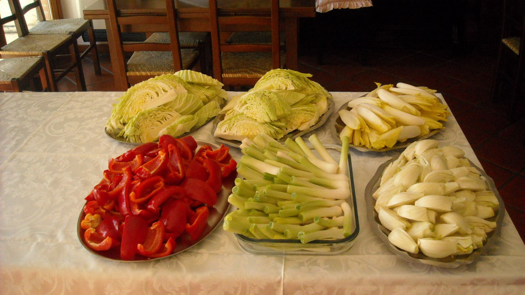 Bagna cauda day la tradizione piemontese servita in tavola